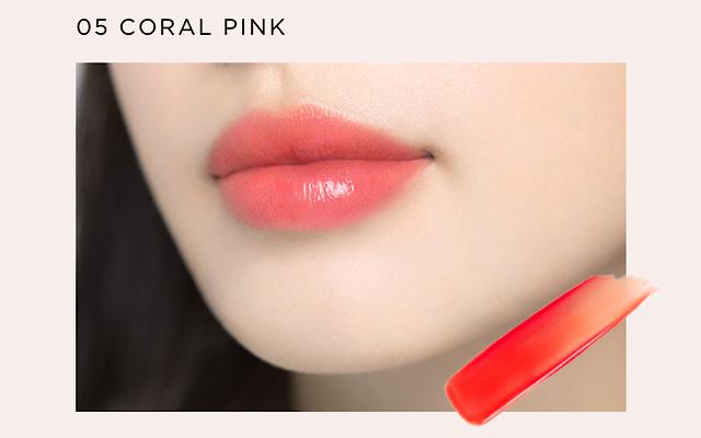 オペラのリップティントのコーラルピンクをつけた唇の画像