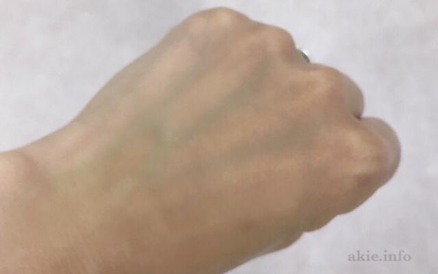 duoクレンジングバーム緑でメイクが落ちた手の甲の画像